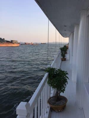 Navio em HaLong Bay